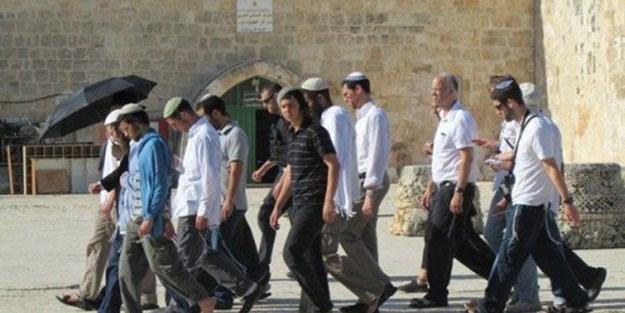 Azgın Yahudi yerleşimciler yine Mescid-i Aksa'ya girdi