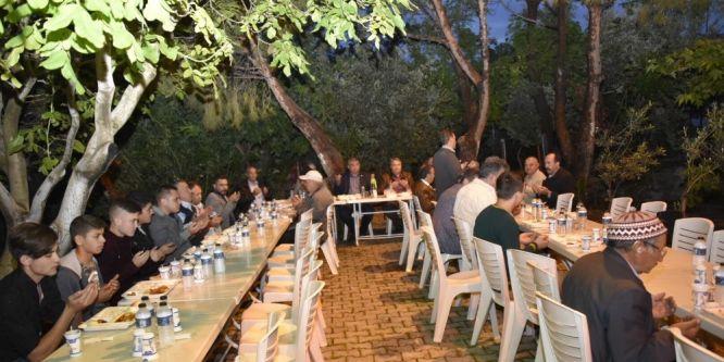 Başkan Çerçi ilk iftarını vatandaşlarla açtı
