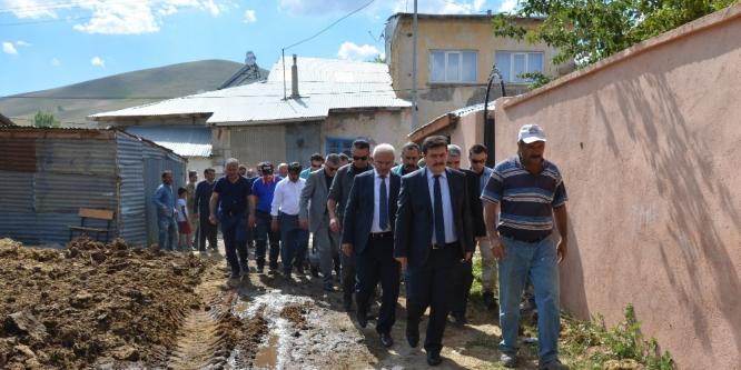 Erzincan'da otlardan çıkan yangın 9 evi kül etti
