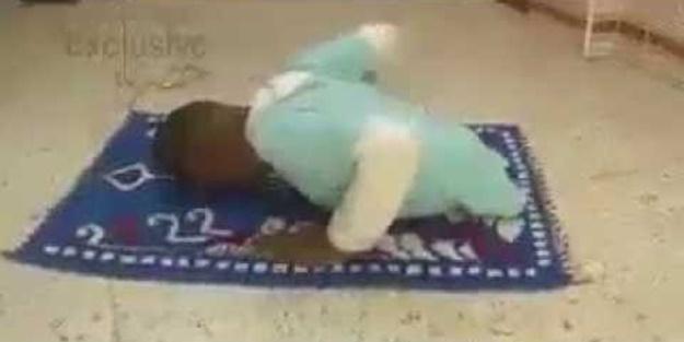 Bacakları olmayan engelli çocuk bakın nasıl namaz kıldı