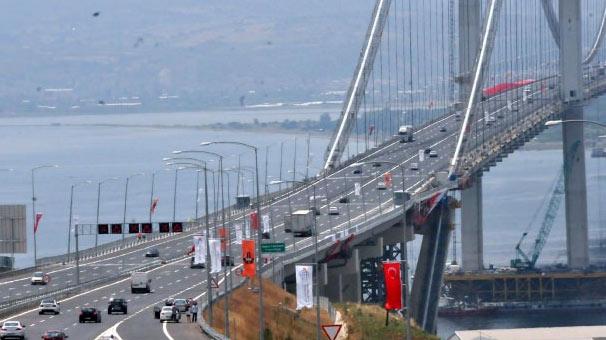 Bakan Arslan: Osmangazi Köprüsü'nden günde ortalama 21 bin araç geçiyor