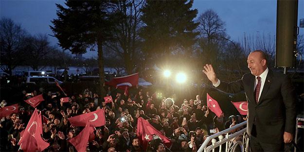Bakan Çavuşoğlu Almanya'da Almanya'ya ayar verdi