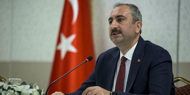 Bakan Gül'den Yunanistan medyasının alçak manşetine sert tepki