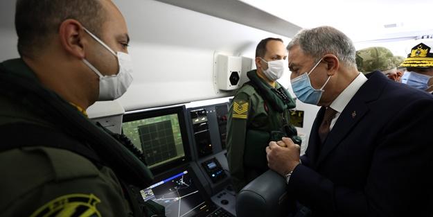 Bakan Hulusi Akar Deniz Kuvvetlerinin yeni uçağında inceleme yaptı