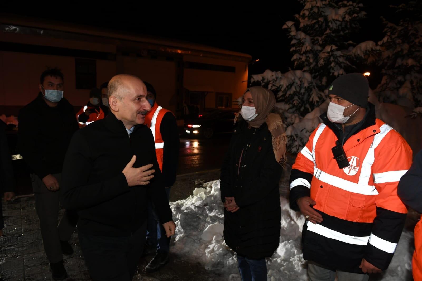 Bakan Karaismailoğlu, Bolu Dağı'nda karla mücadele çalışmalarını inceledi
