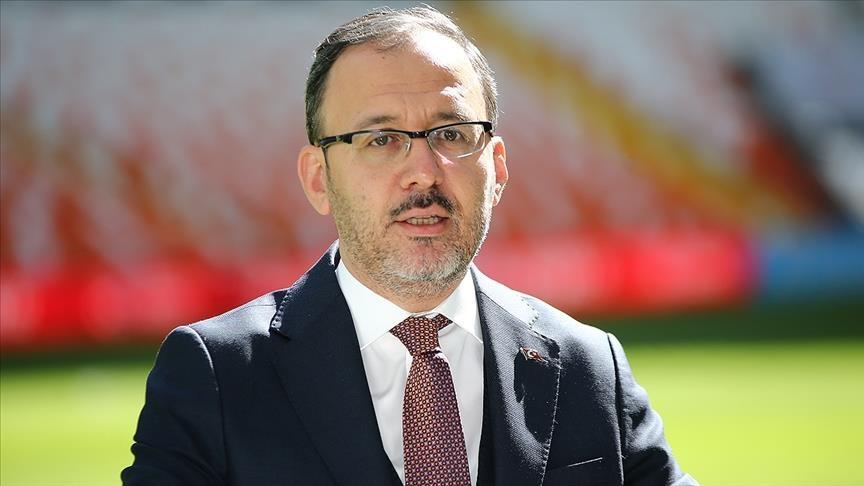 Bakan Kasapoğlu, İstanbul'daki UEFA Şampiyonlar Ligi finalinin seyircili oynanabileceğini belirtti