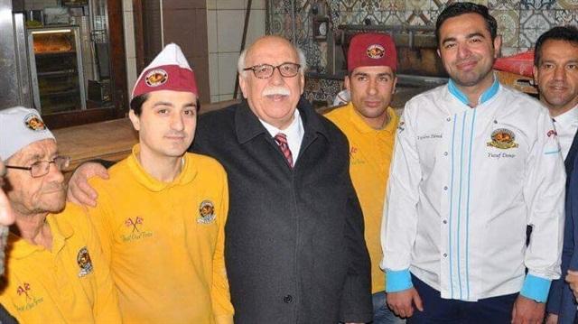Bakan Nabi Avcı, askıya 20 ekmek bağışladı