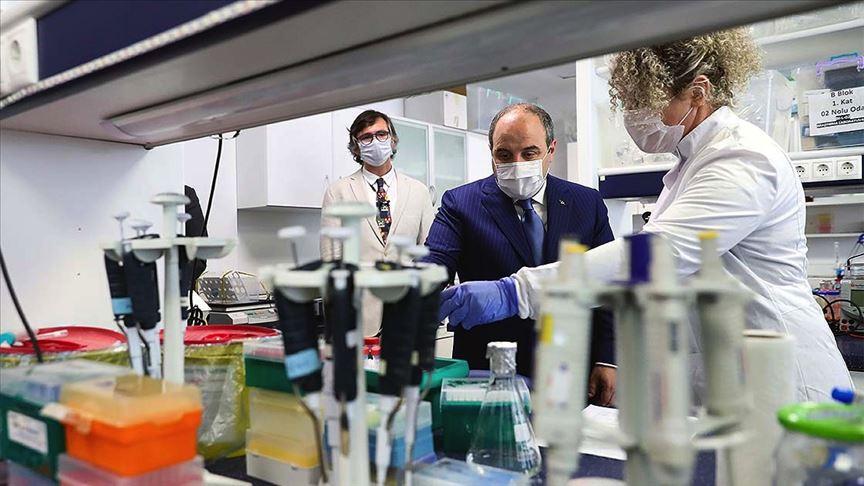 Bakan Varank Kovid-19'a karşı aşı ve ilaç geliştirme çalışmalarını yerinde inceledi