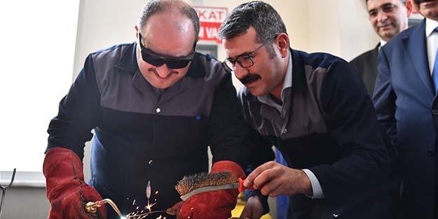 BAKAN VARANK, SANAYİCİLERLE BİR ARAYA GELDİ