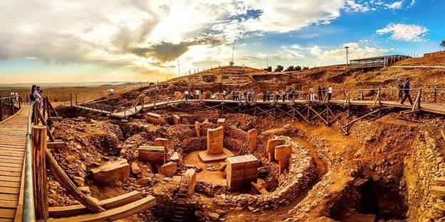 Bakandan 'piramit' müjdesi! Göbeklitepe çevresinde 11 tepe daha keşfedildi