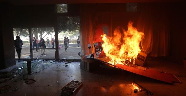 Bakanlık binalarına saldırdılar! Tarım Bakanlığı'nı yaktılar...