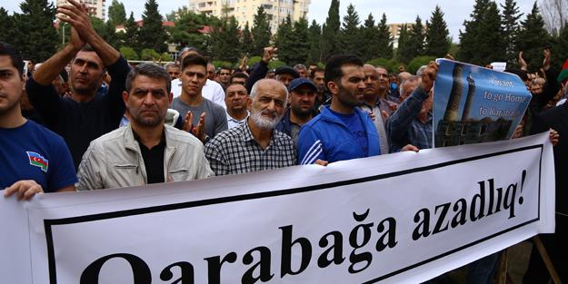 Bakü'de Karabağ mitingi! Azerbaycan ve Türkiye bayrakları açtılar