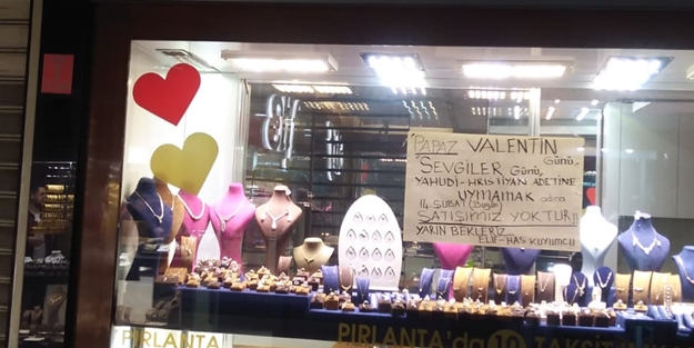 Balıkesir'de bir kuyumcu 'Sevgililer Günü'nü boykot etti