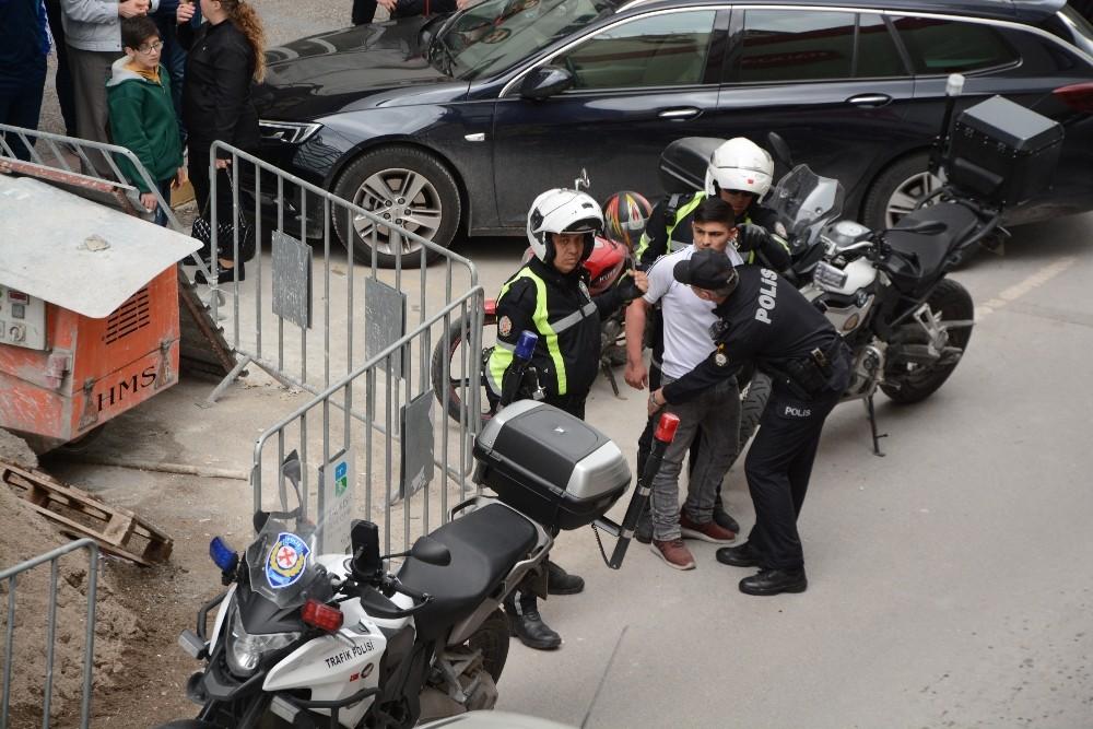 Balıkesir'de sokak kavgasında 1 kişi bıçakla yaralandı