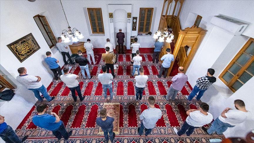 Balkanlar'da Kadir Gecesi dualarla idrak edildi
