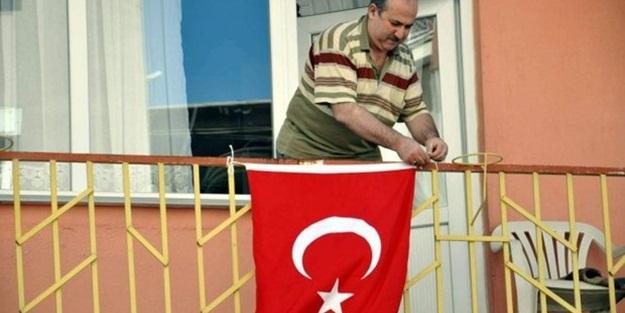 Balkonda 'bayrak asan dayı' konuştu