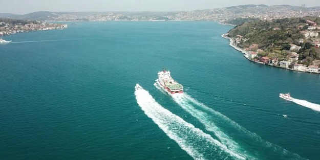 Barbaros, İstanbul Boğazı'ndan geçti