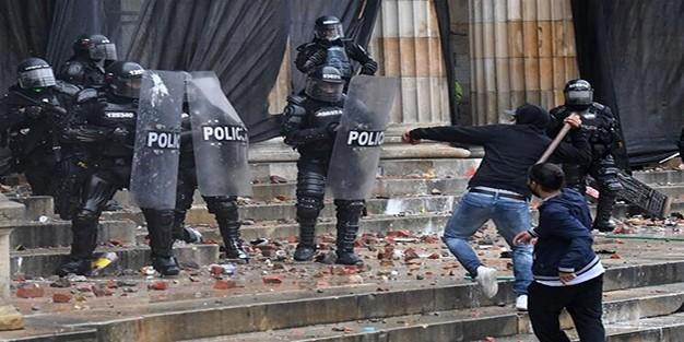 Barışçıl devam eden gösteriler nasıl bu hale geldi?