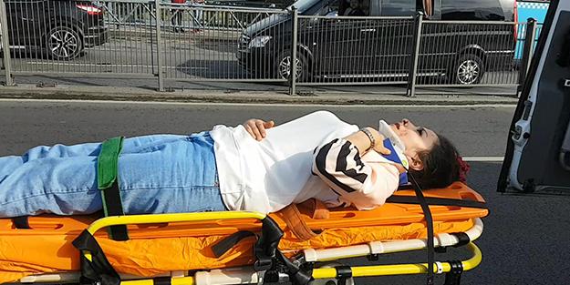 Bariyerlerden atlayan genç kıza taksi çarptı!
