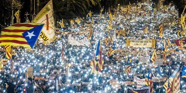 Avrupa Birliği çatırdıyor! Binlerce insan sokağa döküldü