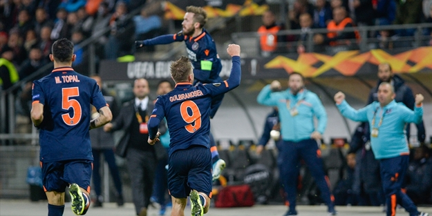 Başakşehir 3 gollü galibiyetle grup liderliğine yükseldi!