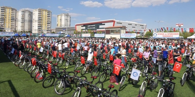 Başarılı 1453 öğrenciye bisiklet!