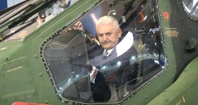 Başbakan ATAK helikopterinin koltuğunda!