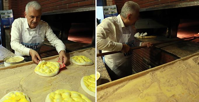 Başbakan Binali Yıldırım fırına girdi, yaptığı pideleri pişirdi