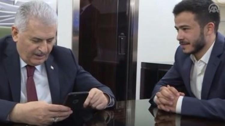 Başbakan Binali Yıldırım, uçakta kız istedi
