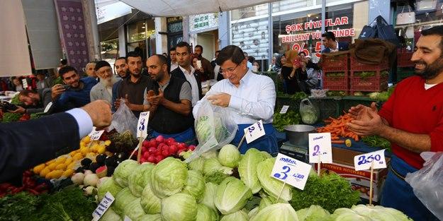 Başbakan Davutoğlu sebze meyve sattı!