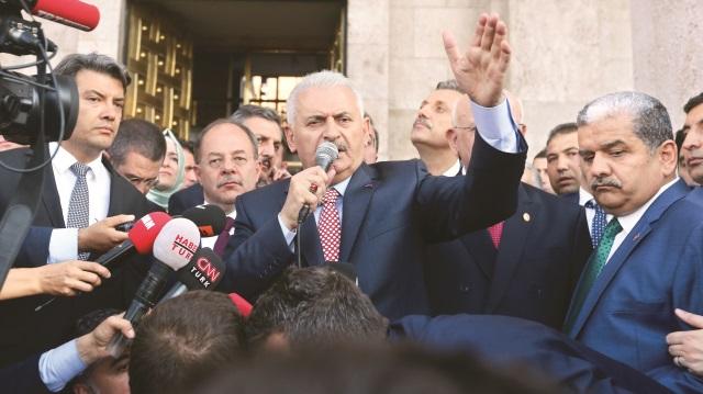 Başbakan Yıldırım'ın konvoyuna ateş açtılar