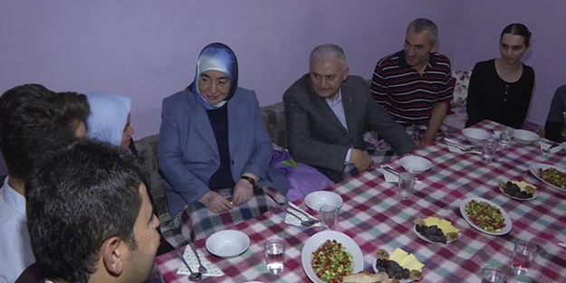 Başbakan'dan Sancaktepe'de iftar ziyareti!