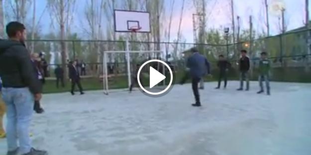 Başbakan'ın çocuklarla top oynadığı anlar