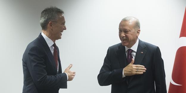 Basın toplantısına Erdoğan'ın hareketi damga vurdu! 'Diriliş Ertuğrul' selamı verdi