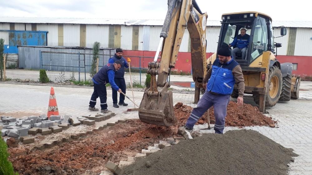 Başiskele Belediyesi yolları ve kaldırımları yeniliyor