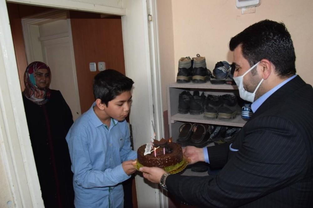 Başkan Bünül'den 7 sınıf öğrencisine sürpriz doğum günü