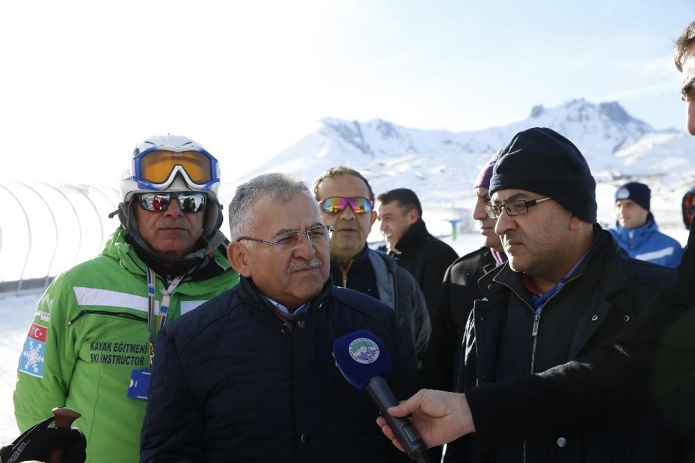 Başkan Büyükkılıç, Erciyes'e çıkarak yerli ve yabancı ziyaretçilerle görüştü