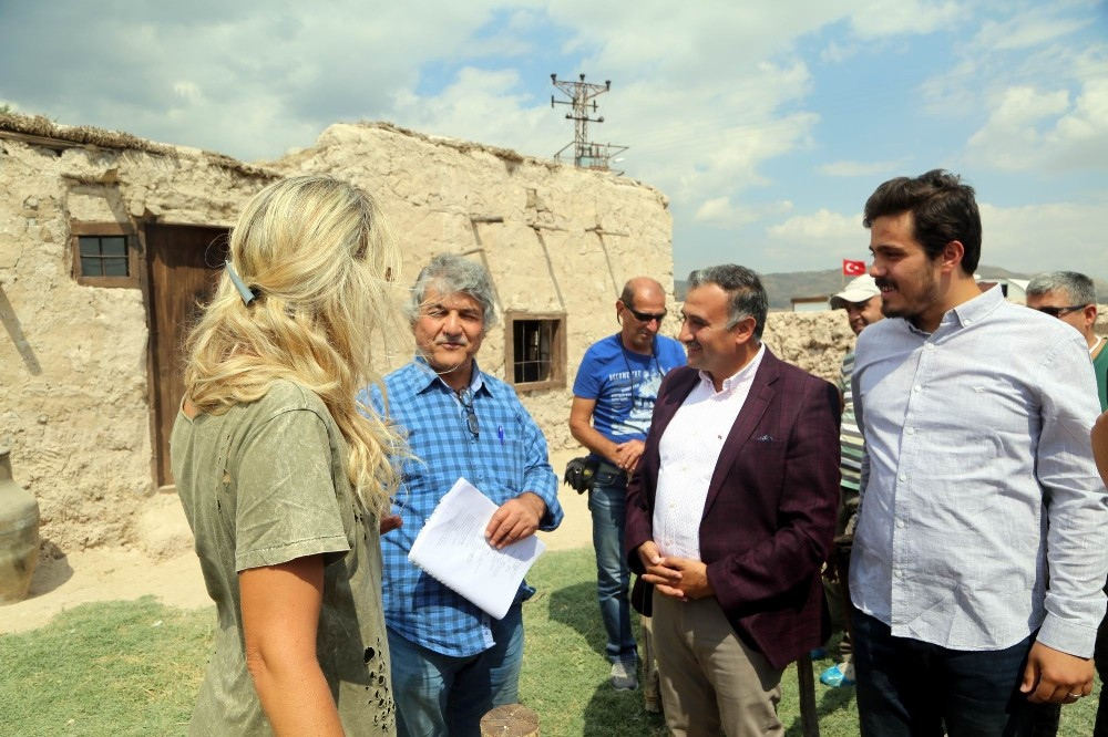 Başkan Cabbar 'Süveyda' film setini ziyaret etti