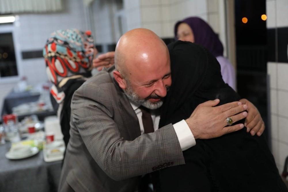 Başkan Çolakbayrakdar İftarını Huzurevi Sakinleri İle Açtı