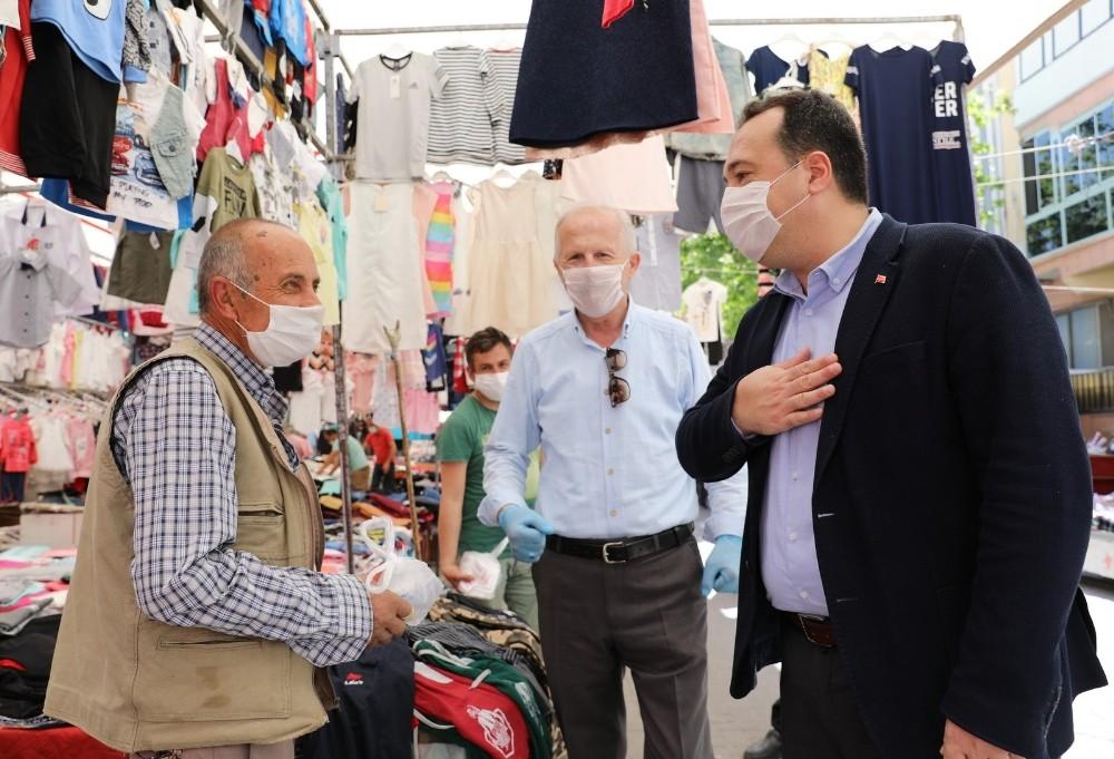 Başkan Dutlulu'dan, uzun süredir tezgah açamayan pazarcı esnafına destek