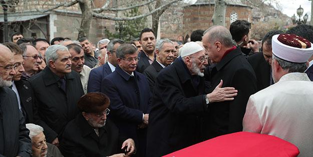 Başkan Erdoğan ile Ahmet Davutoğlu arasında dikkat çeken anlar