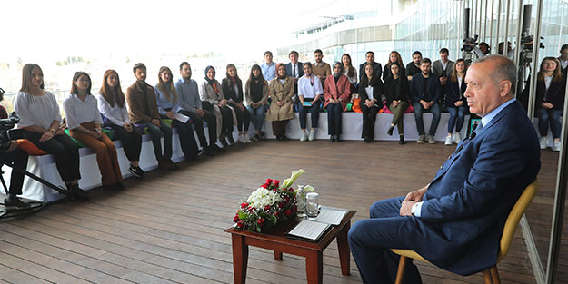 Başkentte gençlerle kritik zirve! Başkan Erdoğan'dan önemli açıklamalar