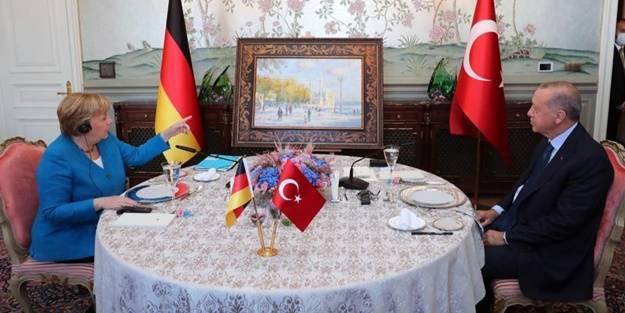 Başkan Erdoğan'dan Angela Merkel'e sürpriz hediye