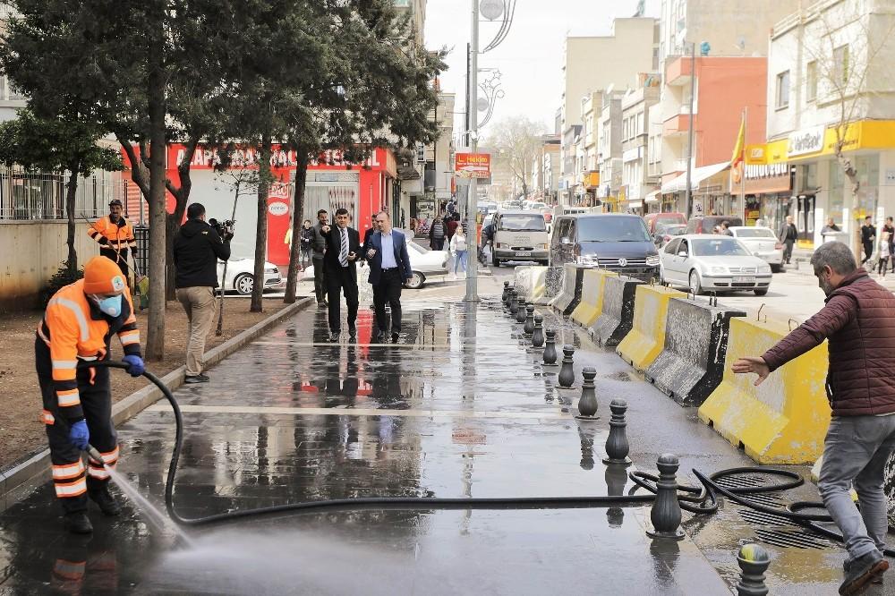 Başkan Fadıloğlu dezenfekte çalışmalarını yerinde inceledi