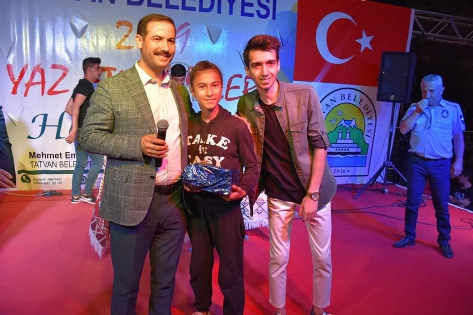 Başkan Geylani'den Sultan'a anlamlı hediye