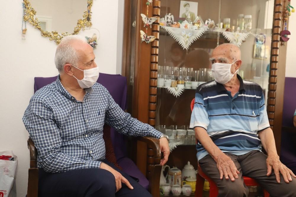 Başkan Gültak, babaları ziyaret etti