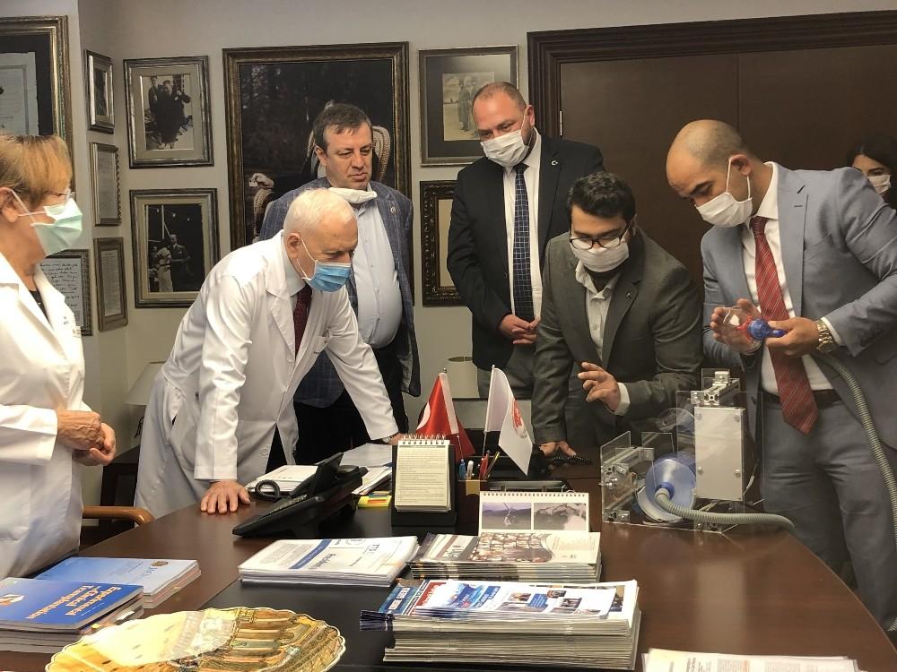 Başkan Gümrükçü'den yerli üretim solunum cihazı teslimi