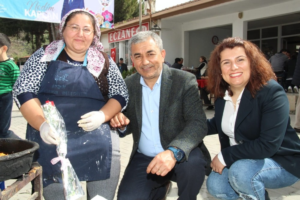 Başkan Kaplan Çakırbeyli pazarında Kadınlar Günü'nü kutladı