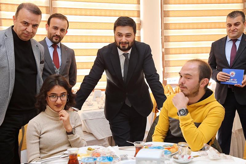 Başkan Öztekin üniversitelileri misafir etti