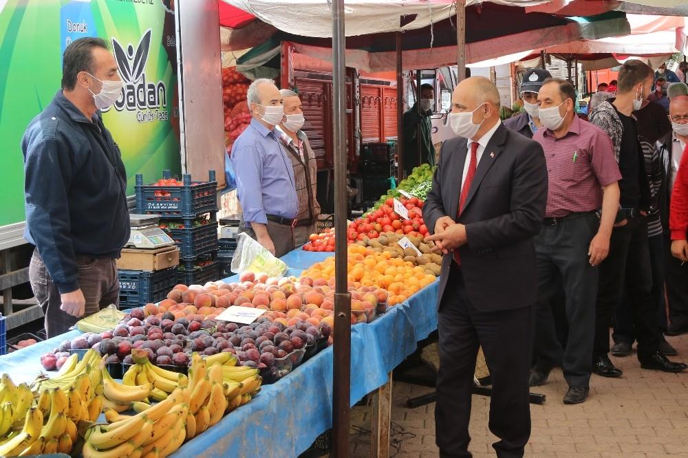 Başkan Öztürk pazar yeri ve camide incelemelerde bulundu